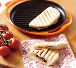 トマトとモッツァレラのパニーニの作り方