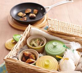 セロリとみょうがの炒めもの/サバのカレー風味焼きの作り方