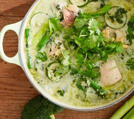 緑の野菜のグリーンカレースープの作り方