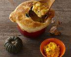 ソーセージとかぼちゃのポットパイ・かぼちゃのサラダ