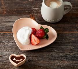 いちごのミルキーメープルシャンティ―~チョコレートソース掛け